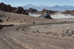 Δρόμος Valle de Λα Luna Moon στην κοιλάδα στην έρημο Atacama κοντά σε SAN Pedro de Atacama, Antofagasta - Χιλή Στοκ Εικόνες