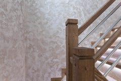Δρύινες θέσεις σκαλοπατιών και διακοσμητική κάλυψη τοίχων - χειροποίητες στοκ εικόνες με δικαίωμα ελεύθερης χρήσης