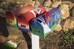 Δρύινη άποψη, Καλιφόρνια, ΗΠΑ, στις 15 Δεκεμβρίου, 3 ταχυδρομικές θυρίδες με την επιστολή Στοκ φωτογραφία με δικαίωμα ελεύθερης χρήσης