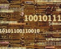 Δυαδικοί κωδικοί αριθμοί στο υπόβαθρο πινάκων κυκλωμάτων Στοκ Φωτογραφίες
