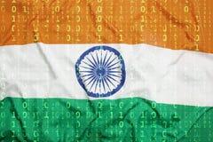 Δυαδικός κώδικας με τη σημαία της Ινδίας, έννοια προστασίας δεδομένων Στοκ Εικόνες
