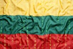 Δυαδικός κώδικας με τη σημαία της Λιθουανίας, έννοια προστασίας δεδομένων Στοκ φωτογραφία με δικαίωμα ελεύθερης χρήσης
