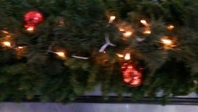 Δυναμική άποψη σχετικά με μια διακόσμηση Χριστουγέννων φιλμ μικρού μήκους