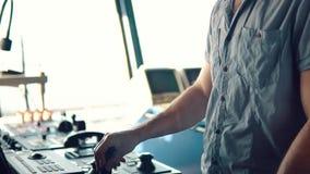 Δυναμικός τοποθετώντας εξοπλισμός σκαφών γεφυρών ανώτερων υπαλλήλων operationg του σκάφους απόθεμα βίντεο