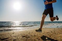 Δυναμικός τρέχοντας δρομέας ατόμων στοκ φωτογραφία