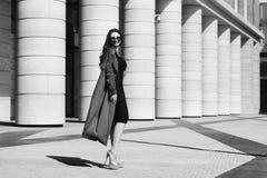Δυναμικό πορτρέτο της νέας γυναίκας Στοκ φωτογραφίες με δικαίωμα ελεύθερης χρήσης