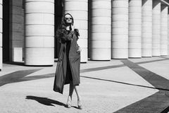 Δυναμικό πορτρέτο της νέας γυναίκας Στοκ Φωτογραφίες