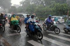 Δυνατή βροχή, περίοδος βροχών στην πόλη του Ho Chi Minh Στοκ Φωτογραφία