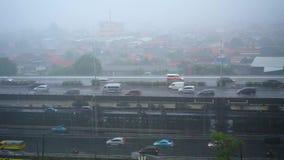 Δυνατή βροχή στις οδούς της κύριας Τζακάρτα φιλμ μικρού μήκους
