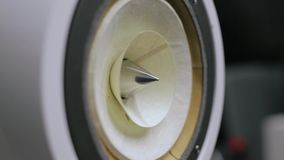 Δυνατός ομιλητής στη δράση Κινηματογράφηση σε πρώτο πλάνο στην κίνηση του υπο--woofer-υποβρυχίου Μουσική μερών ομιλητών απόθεμα βίντεο