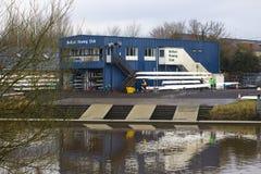 Δυνατότητα λεσχών κωπηλασίας του Μπέλφαστ στα ήρεμα νερά του ποταμού Lagan Βόρεια Ιρλανδία Στοκ φωτογραφίες με δικαίωμα ελεύθερης χρήσης