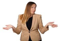 Δυσπιστία, όμορφη γυναίκα αμφιβολίας Ανοικτές αγκάλες ευρέως Στο λευκό Στοκ εικόνες με δικαίωμα ελεύθερης χρήσης