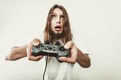 Δυστυχισμένα αρσενικά παίζοντας παιχνίδια Στοκ Εικόνες