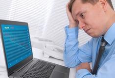 Δυστυχισμένος επιχειρηματίας με ένα lap-top Στοκ Εικόνα