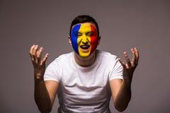 Δυστυχισμένος και αποτυχία του στόχου ή χάστε τις συγκινήσεις παιχνιδιών του ρουμανικού οπαδού ποδοσφαίρου στην υποστήριξη παιχνι Στοκ φωτογραφία με δικαίωμα ελεύθερης χρήσης