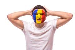 Δυστυχισμένος και αποτυχία του στόχου ή χάστε τις συγκινήσεις παιχνιδιών του ρουμανικού οπαδού ποδοσφαίρου στην υποστήριξη παιχνι Στοκ φωτογραφίες με δικαίωμα ελεύθερης χρήσης