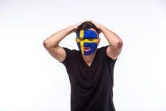 Δυστυχισμένος και αποτυχία του στόχου ή χάστε τις συγκινήσεις παιχνιδιών του οπαδού ποδοσφαίρου Σουηδού Στοκ φωτογραφία με δικαίωμα ελεύθερης χρήσης