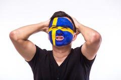 Δυστυχισμένος και αποτυχία του στόχου ή χάστε τις συγκινήσεις παιχνιδιών του οπαδού ποδοσφαίρου Σουηδού στην υποστήριξη παιχνιδιώ Στοκ Φωτογραφίες