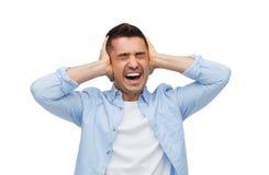 Δυστυχισμένο άτομο με τις ιδιαίτερες προσοχές σχετικά με το μέτωπό του στοκ εικόνα