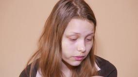 Δυστυχισμένο λυπημένο έφηβη 4k UHD απόθεμα βίντεο