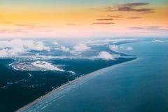 Δυτικές ροές Dvina στη θάλασσα της Βαλτικής Ο ποταμός διαιρεί βόρειο Στοκ Φωτογραφία