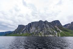Δυτική λίμνη ρυακιών στο εθνικό πάρκο Gros Morne, νέα γη Στοκ Φωτογραφία