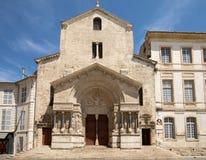 Δυτική πρόσοψη του καθεδρικού ναού Αγίου Trophime σε Arles, Γαλλία Bouches-du-Ροδανός, Στοκ Φωτογραφίες