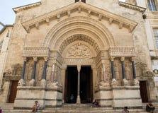 Δυτική πρόσοψη του καθεδρικού ναού Αγίου Trophime σε Arles, Γαλλία Bouches-du-Ροδανός, Γαλλία Στοκ Φωτογραφία