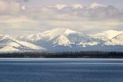 Δυτικός αντίχειρας που βλέπει από μακριά στη λίμνη Yellowstone στο εθνικό πάρκο Yellowstone Στοκ φωτογραφία με δικαίωμα ελεύθερης χρήσης