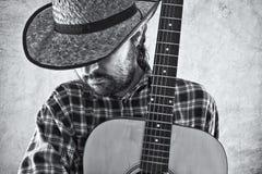 Δυτικός μουσικός κάουμποϋ χωρών με την κιθάρα Στοκ Φωτογραφίες