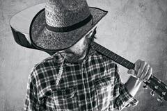 Δυτικός μουσικός κάουμποϋ χωρών με την κιθάρα Στοκ φωτογραφίες με δικαίωμα ελεύθερης χρήσης
