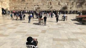 Δυτικός τοίχος ή wailing τοίχος ή Kotel στην Ιερουσαλήμ Οι άνθρωποι έρχονται να προσεηθούν στο δυτικό τοίχο της Ιερουσαλήμ Ο τοίχ φιλμ μικρού μήκους