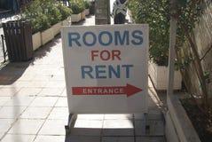 Δωμάτια για το σημάδι μισθώματος Σημάδι εισόδων Στοκ Εικόνες