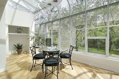 Δωμάτιο ήλιων με τα ανώτατα Windows Στοκ Εικόνες