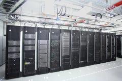 Δωμάτιο κεντρικών υπολογιστών δικτύων στοκ φωτογραφία