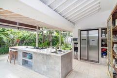 Δωμάτιο κουζινών πολυτέλειας με τον ανοιχτό χώρο Στοκ Φωτογραφία