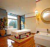 Δωμάτιο κρεβατιών μασάζ Στοκ Φωτογραφίες