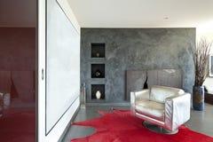 Δωμάτιο λεπτομέρειας, ασημένια πολυθρόνα Στοκ Εικόνες