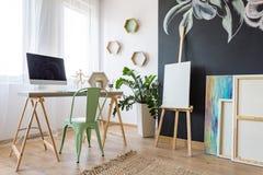 Δωμάτιο μελέτης καλλιτεχνών ` s στοκ εικόνα