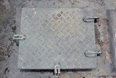 Δωμάτιο με μια πόρτα σιδήρου στην ασφάλεια Στοκ φωτογραφία με δικαίωμα ελεύθερης χρήσης