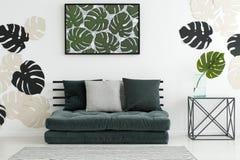 Δωμάτιο με το μοτίβο φύλλων monstera Στοκ Εικόνες