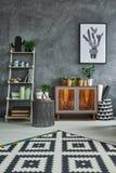 Δωμάτιο με το ξύλινο κομό Στοκ Φωτογραφίες