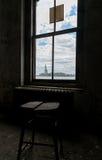 Δωμάτιο νησιών του Ellis πόλεων της Νέας Υόρκης με μια άποψη του αγάλματος της ελευθερίας Στοκ φωτογραφία με δικαίωμα ελεύθερης χρήσης