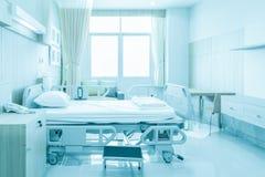 Δωμάτιο νοσοκομείων με τα κρεβάτια και άνετο ιατρικό που εξοπλίζονται σε ένα MO στοκ εικόνες