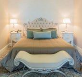 Δωμάτιο ξενοδοχείου με το σύγχρονο εσωτερικό Στοκ Εικόνες