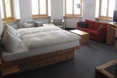 Δωμάτιο ξενοδοχείου στην Ελβετία στοκ φωτογραφία με δικαίωμα ελεύθερης χρήσης