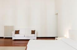 Δωμάτιο ξενοδοχείου στο παλαιό κτήριο Στοκ φωτογραφίες με δικαίωμα ελεύθερης χρήσης