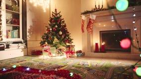Δωμάτιο που διακοσμείται για τα Χριστούγεννα απόθεμα βίντεο