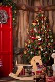 Δωμάτιο που διακοσμείται εσωτερικό στο ύφος Χριστουγέννων Αριθ. Στοκ Εικόνες