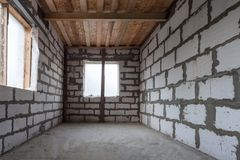 Δωμάτιο του διαμερίσματος κατά τη διάρκεια στην αναδιαμόρφωση, ανακαίνιση, επέκταση, αποκατάσταση, αναδημιουργία στοκ φωτογραφίες